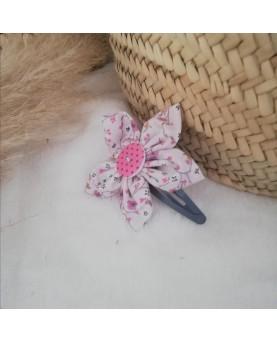 Grosse barrette fleur rose...